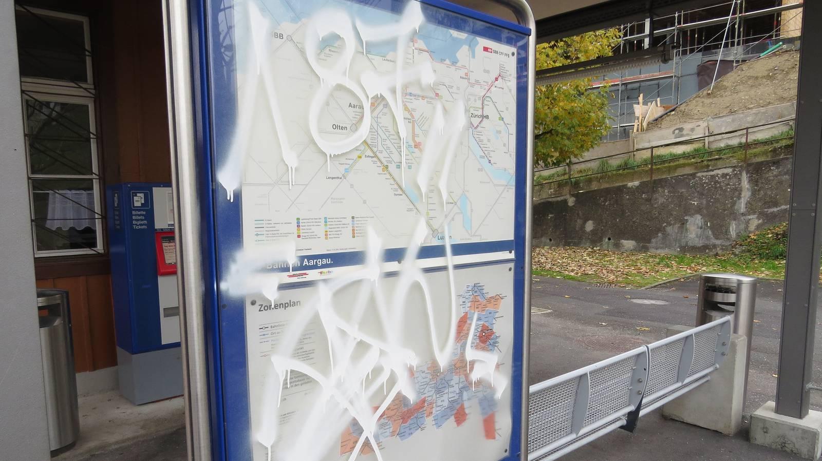 Sprayereien in Birrwil (© Kapo AG)