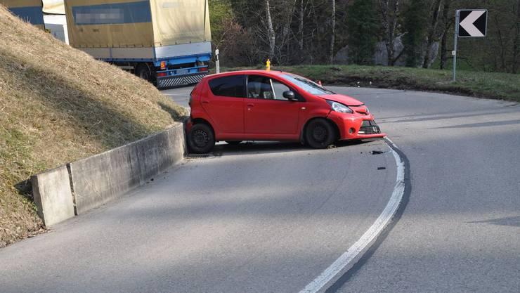 Die beiden betroffenen Fahrzeuge an der Unfallstelle.