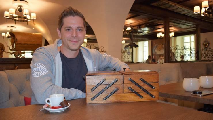 Medium Pascal Voggenhuber im Restaurant Bad Bubendorf, wo auch sein Lieblingsverein FC Basel manchmal zu Gast ist. Aus dem Nähkästchen zieht er den Begriff «Sterben».