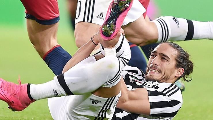 Schmerzliche Erfahrungen für Juventus-Verteidiger Martin Caceres am Mittwoch beim 1:0 gegen Genoa. Der Uruguayer zog sich einen Achillessehnenriss zu und fällt damit mehrere Monate aus