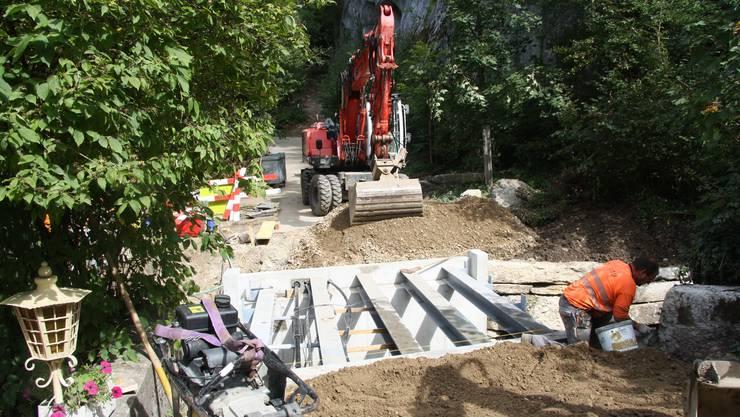 Bau der neuen Einsiedelei Brücke im August 2019. Die Tragkonstruktion über dem Verenabach ist errichtet.