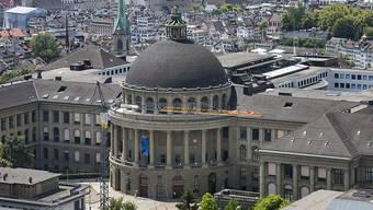 Die ETH Zürich will eine Professorin entlassen weil sie sich gegenüber Doktorierenden nicht korrekt verhalten hat. (Archivbild)