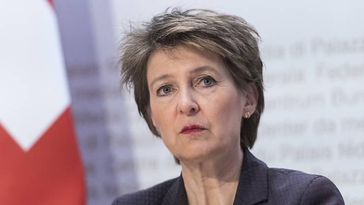 Notstand in der Schweiz: Der Bundesrat unter Führung von Bundespräsidentin Simonetta Sommaruga übernimmt die Kontrolle. (Archivbild)