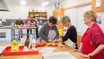 Im Kochkurs «Gluschtiges aus dem Backofen» des Bildungsklubs der Pro Infirmis Aargau-Solothurn