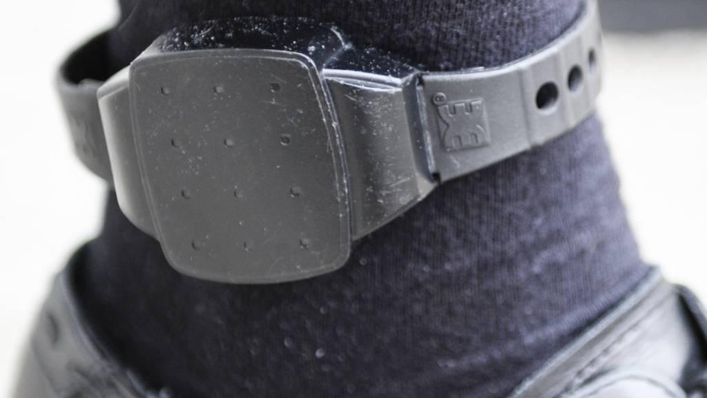 Im Kanton Nidwalden sollen Rayonverbote auch mit elektronischen Fussfesseln überwacht werden können. (Archivaufnahme)