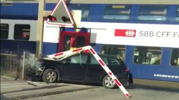 Beim Unfall wurde eine Person leicht verletzt.