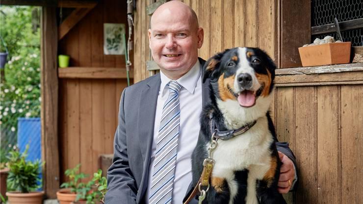 Bruno Rudolf (SVP) und sein Hund Aimy.