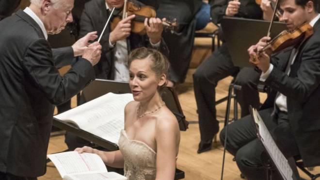 Bernard Haitink vor dem Festspielorchester und Anna Lucia Richter am Freitag im KKL. Foto: Priska Ketterer/Lucerne Festival