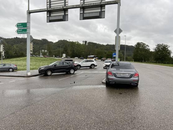 Rheinfelden AG, 26. September: Anlässlich eines Abbiegemanövers kollidierte ein Automobilist mit mehreren Fahrzeugen.