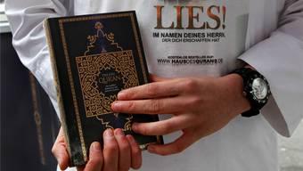 Salafisten verteilen gratis den Koran. In Brugg gelang ihnen das nicht. KEYSTONE