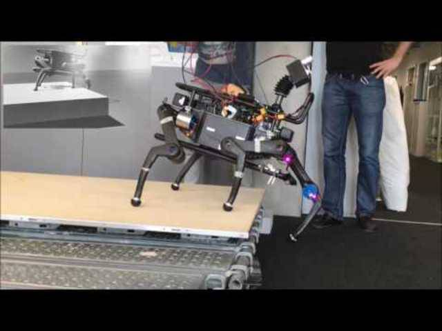 Das Video zeigt, wie der Laufroboter Anymal unterschiedliche Aufgaben meistert und zum Beispiel eine Treppe hochsteigt.