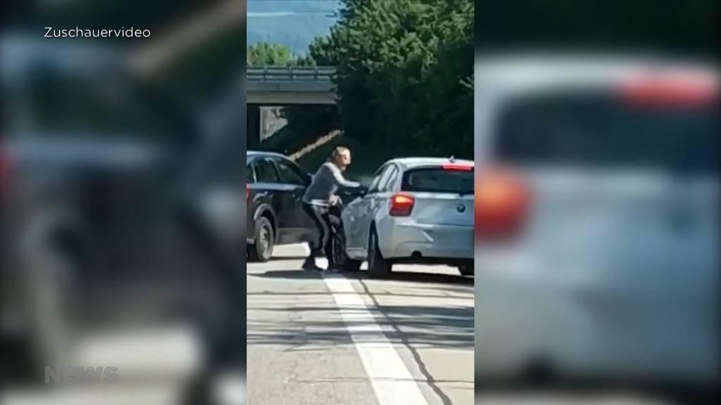 Unglaubliche Szene auf der A1: Berner rastet mitten auf der Autobahn aus