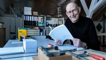 Produktiv im Alter: Ernst Staub hat ein dickes Buch mit Mundart-Versen gefüllt.