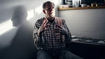 Peter Hans Kneubühl, 76 Jahre alt, in seiner Zelle 006: Er sitzt freiwillig im härtesten Haftregime.