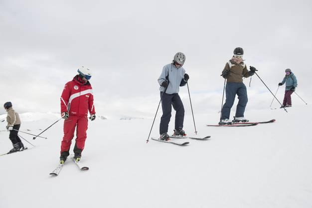 Ihr Skilehrer ist Simon Dysli .