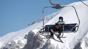 Berggebiete hoffen auf eine reibungslose Wintersaison. Die Bergbahnen Saas-Fee und Zermatt gehen mit ihren Schutzkonzepten deshalb weiter als vorgesehen.
