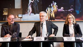 Theaterintendant Andreas Beck, Verwaltungsratspräsident Samuel T.Holzach und Verwaltungsdirektorin Danièle Gross an der Bilanzkonferenz. Nicole Nars-Zimmer