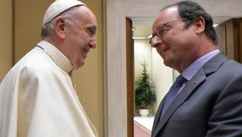 Warmer Empfang: Der französische Präsident Hollande (r.) bei Papst Franziskus.