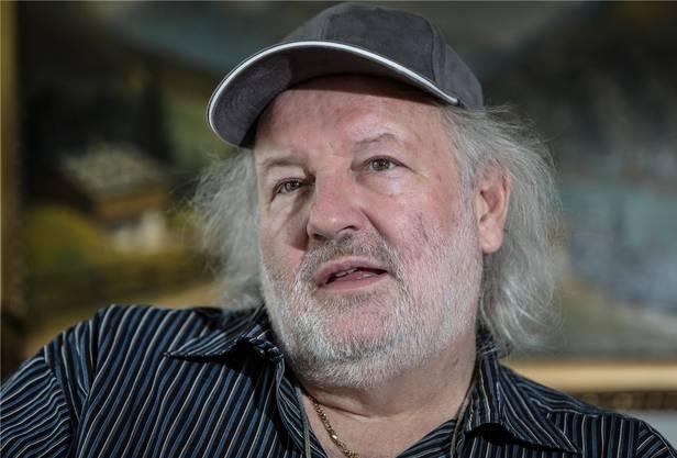 Er ist Komiker und Sänger: Peach (Peter) Weber ist im Freiamt in Wohlen aufgewachsen. Er wurde durch seine humorvollen Lieder bekannt. Der 64-Jährige hat einen neuen Weltrekord für den längsten Vorverkauf aller Zeiten aufgestellt. Am 15. Oktober 2027, einen Tag nach seinem 75. Geburtstag, hat Weber eine Veranstaltung im Zürcher Hallenstadion angekündigt. Diese ist bereits ausverkauft.