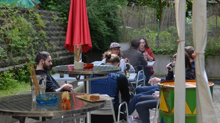 Gemütliches Zusammensein im Garten.