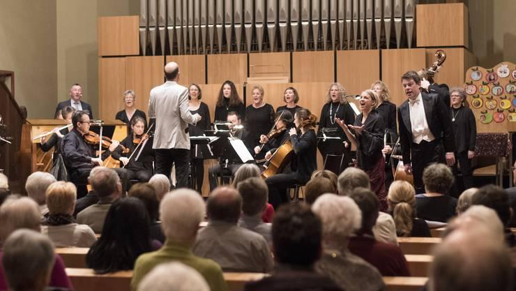 Auch dieses Jahr waren zwei Solisten, das 12-köpfige Salon-Orchester und der Frauenchor mit dabei.