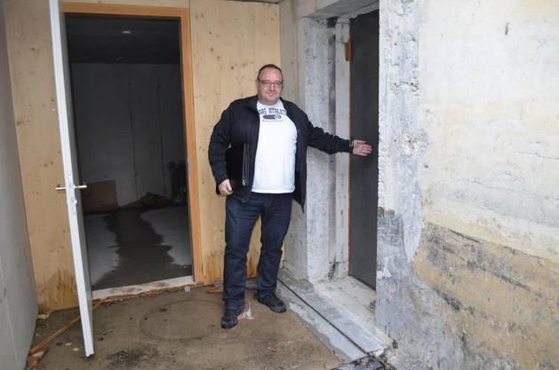 Peter Steinauer, Leiter Planung und Bau, führt über die Baustelle.
