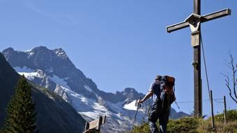 Wanderer unterwegs in der Region Göschenen (Archiv)
