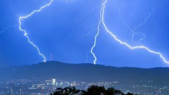 Nach den Unwettern kommt es zum Gewitter zwischen den beiden Wetterfröschen Wick und Bucheli (Symbolbild).