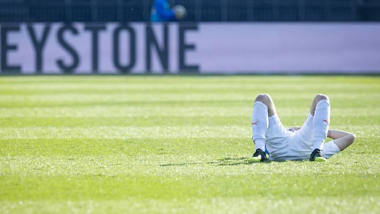 Endlich wieder mal nicht verloren - und doch am Boden: GC-Stürmer Marco Djuricin nach dem 1:1 gegen Lugano