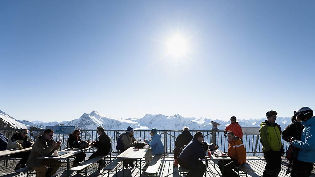 Der Kanton Glarus schliesst die Terrassen der Restaurants in den Skigebieten (Symbolbild).