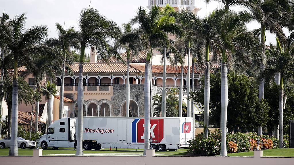 ARCHIV - Das durch den früheren US-Präsidenten Donald Trump bekannt gewordene Club-Resort Mar-a-Lago in Florida hat wegen mehrerer Corona-Fälle in der Belegschaft Teile der Anlage geschlossen. Foto: Terry Renna/AP/dpa