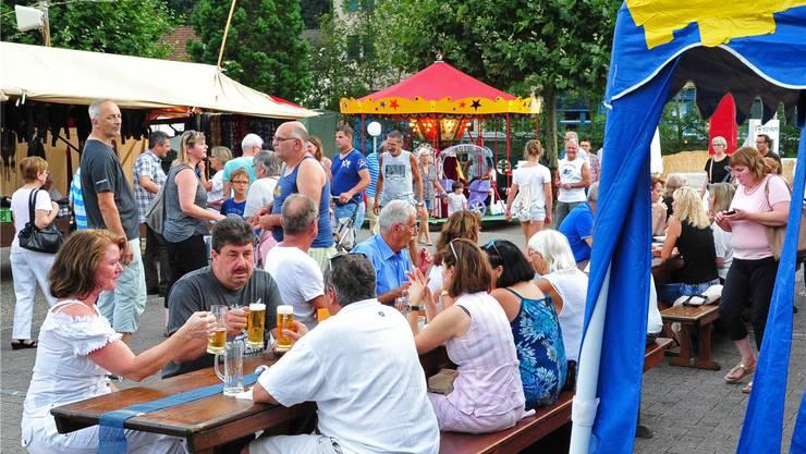 Festwirtschaft, Märetstände und Rösslispiel – das Angebot lockte einmal mehr zahlreiche Besucher an.