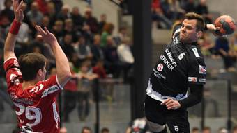 Station Siggenthal, 04.05.2019 Sport, Handball, NLB: Saison 2018 / 2019. TV Endingen - STV Baden. Pascal Buehler (rechts, Baden) gegen Sebastian Kuendig (links, TVE). Copyright by: Alexander Wagner