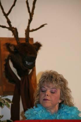 Susi (Rita Keller), ständig auf Männerfang