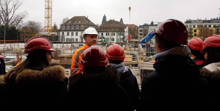 Dabei erhielten sie unter fachkundiger Führung unseres Poliers und Berufsbildners Carlo Catania einen praxisnahen Einblick in das Baugewerbe.