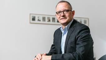 Seit einem Jahr ist Hanspeter Hilfiker (53, FDP) Stadtpräsident von Aarau. Das Foto zeigt ihn in seinem Büro im Rathaus.