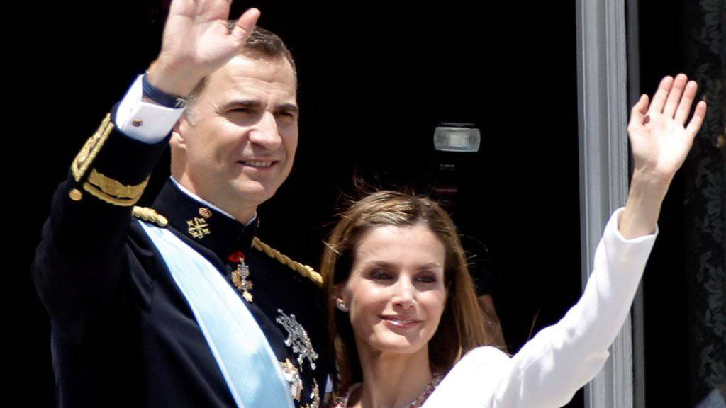Spaniens Königin Letizia mit ihrem Mann, König Felipe VI, im Juni 2014