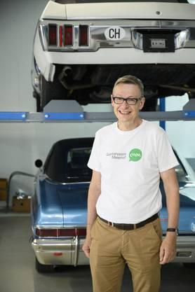 Lukas Frey, Co-Präsident Quartierverein Meierhof, vor seinen Chevrolets. Quartier-Rundgang durchs Quartier Meierhof, Baden, 3. Juli 2019.