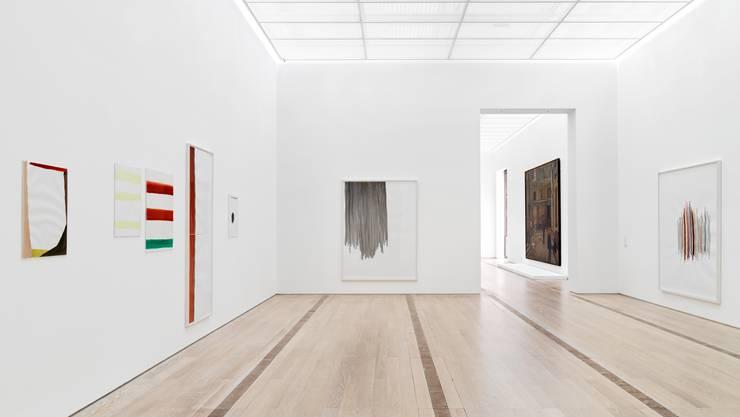 Silvia Bächlis Bilder wirken auf den ersten Blick nicht raumgreifend. Befindet man sich vor ihnen, entfalten sie jedoch ihre Wirkung.
