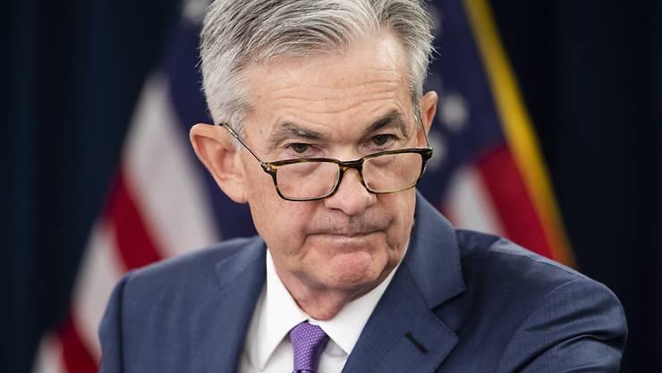 Die US-Notenbank Fed unter der Führung von Jerome Powell hat die Ausweitung ihrer Hilfsprogramme auf Gemeinden und kleinere Städte ausgedehnt. (Archivbild)