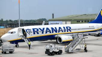 Bei Ryanair kommt es am Freitag durch Piloten-Streiks zu Flugausfällen. (Archiv)