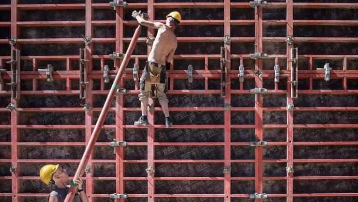 Während die Finanzinstitutionen die Negativzinsen negativ bewerten, sieht man diese im Bausektor sogar positiv.