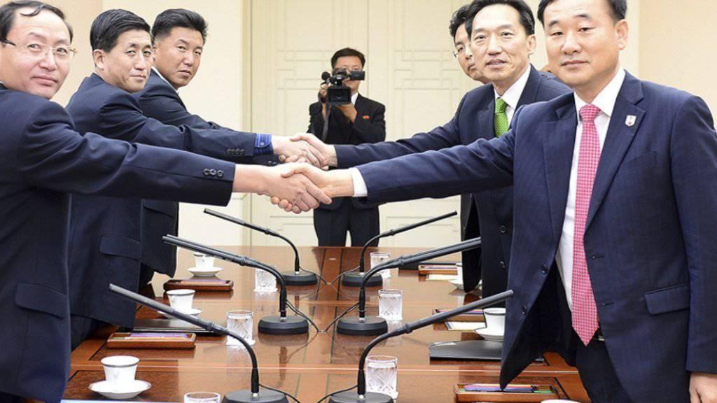 Offizielles Bild der Verhandlungen über Familienzusammenführungen zwischen Nord- und Südkorea.