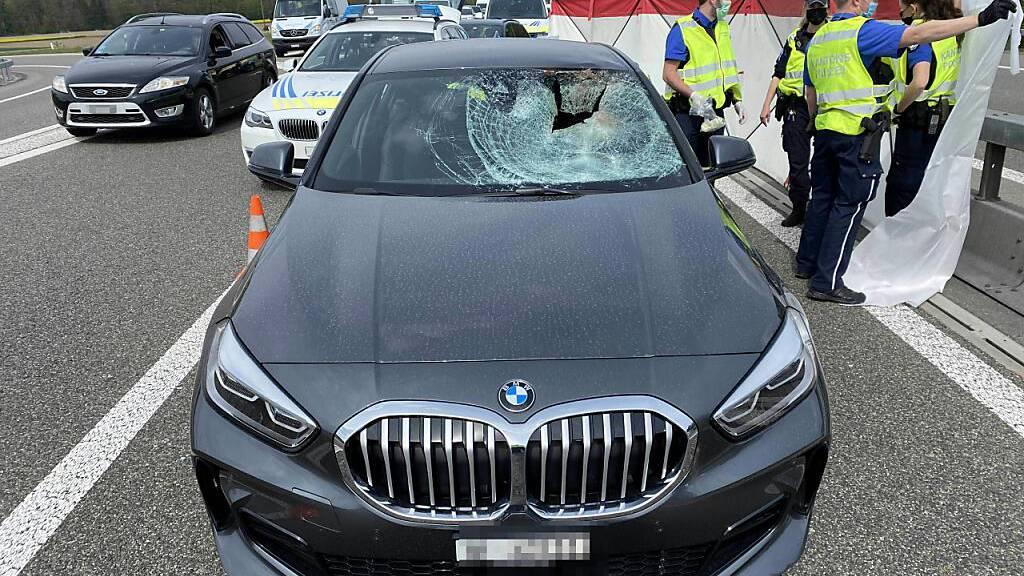 Reh verirrt sich auf A1: 65-jährige Autolenkerin tödlich verletzt
