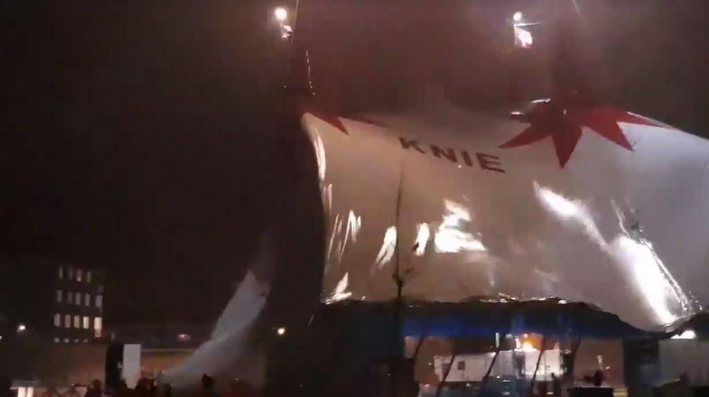 Zirkus Knie Zelt wird vom Sturm umgerissen (© facebook)