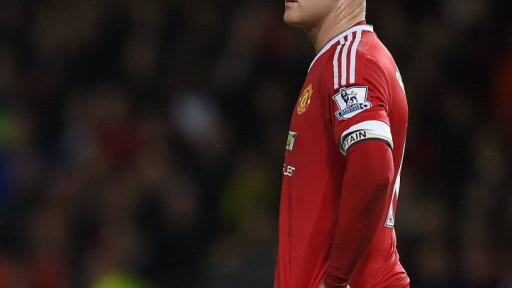 Kritischer Blick: Stürmerstar Wayne Rooney will für seinen in die Kritik geratenen Coach Louis van Gaal kämpfen