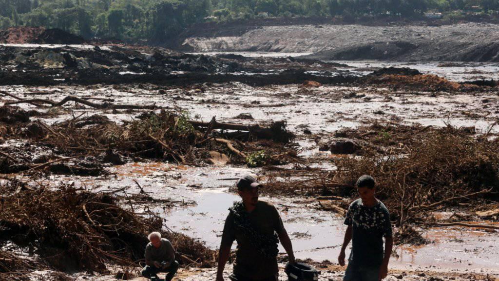 Den Helfern bietet sich ein katastrophales Bild nach Dammbruch im Süden Brasiliens, der eine Schlammlawine auslöste.