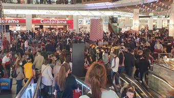 Viel zu viele Menschen bei der 50 Jahre Feier des Shoppi Tivoli. FInanziell hat dies aber keine Folgen. (Archivbild)
