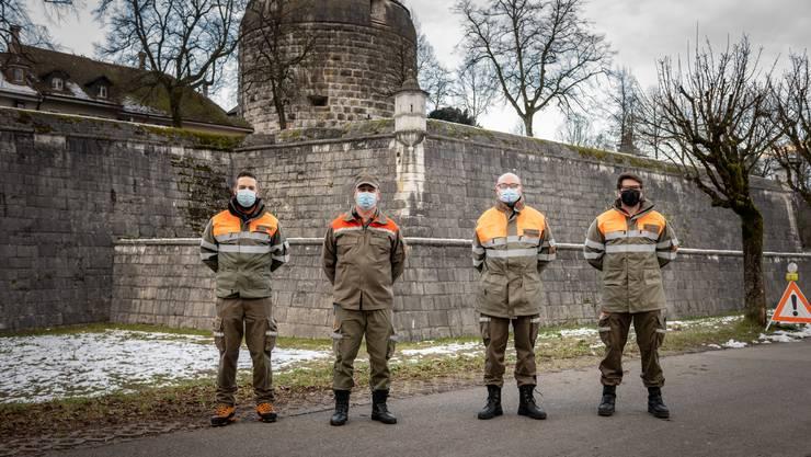 Der Zivilschutz Aare Süd ist auch beim Impfzentrum in Solothurn im Einsatz. An diesem Morgen kamen (von links) Florian Stadler, Michael Grädel, Felix Hermann und Lars Hummel zum Rapport nach Solothurn.