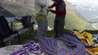 Das Seil war an einem abgenützten Karabinerhaken gerissen (Symbolbild)